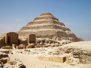 saqqara 300x225 Imhotep, el primer ingeniero de la historia.
