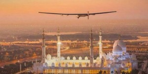 Solar Impulse 2 en su despegue de Abu Dhabi
